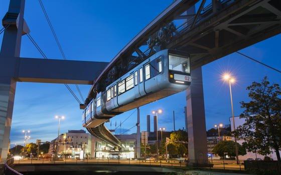 Die neue Schwebebahn in Wuppertal: Seit dem Wochenende sind die optimierten Wagons im Einsatz. Sie brauchen nur noch 1 kWh Strom für die Fahrt zwischen zwei Stationen.