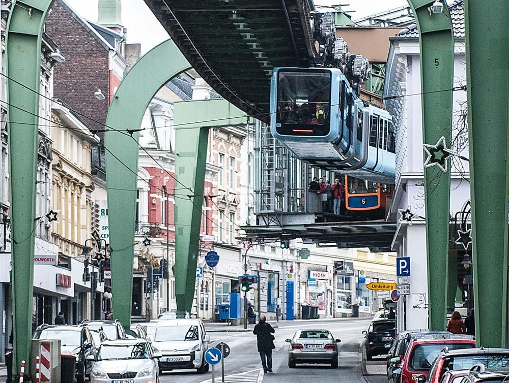 Die Schwebebahn im Wuppertaler Stadtverkehr: 13 Kilometer lang ist die Strecke quer durch Wuppertal.