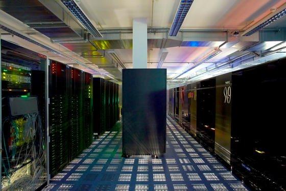 Rechenzentrum des Deutschen Wetterdienstes: Schweizer Forscher haben ein Material entwickelt, das für die Datenspeicherung weniger Energie verbraucht und auch weniger Wärme abgibt.