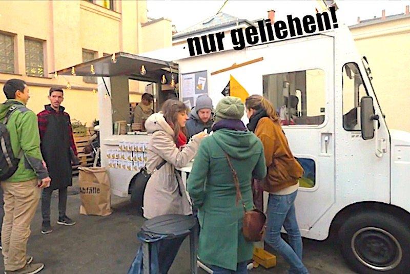 In einem geliehenen Foodtruck haben die ShoutOutLoud-Mitglieder schon Erfahrungen für ihre Resteküche gesammelt.