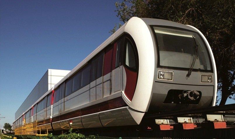 Schon 2017 wird Chinas Hauptstadt Peking seine erste Magnetschwebebahn auf der Linie S1 eröffnen. Der Pekinger Schienenfahrzeughersteller CRRC Tangshan hat gerade den ersten Zug ausgeliefert, der jetzt getestet wird.