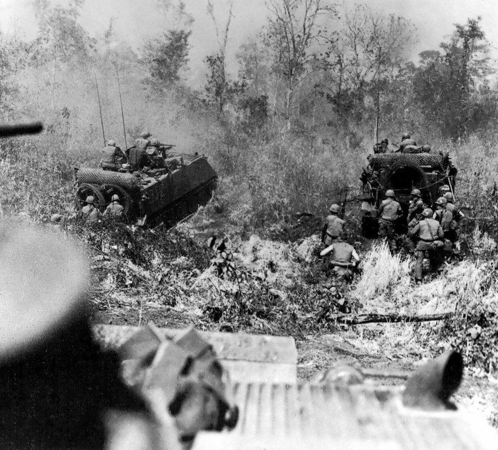 März 1968: Der M113 wurde im Vietnamkriegan vielen Schauplätzen wegen seiner amphibischen Fähigkeiten eingesetzt. Die Vietcong nannten den Mannschaftstransporter