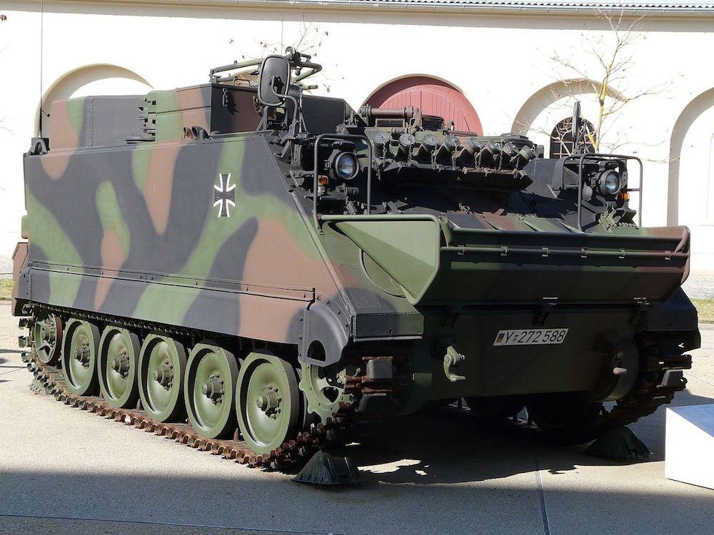Auch die Bundeswehr hat den M113 genutzt: In ihremMilitärhistorischen Museum in Dresden derArtillerie-Beobachtungspanzer M113 A1 GE zu sehen.