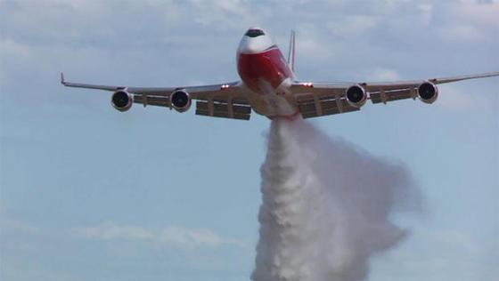 """Der Supertanker """"The Spirit of John Muir"""" ist das derzeit größte Feuerlöschflugzeug der Welt."""