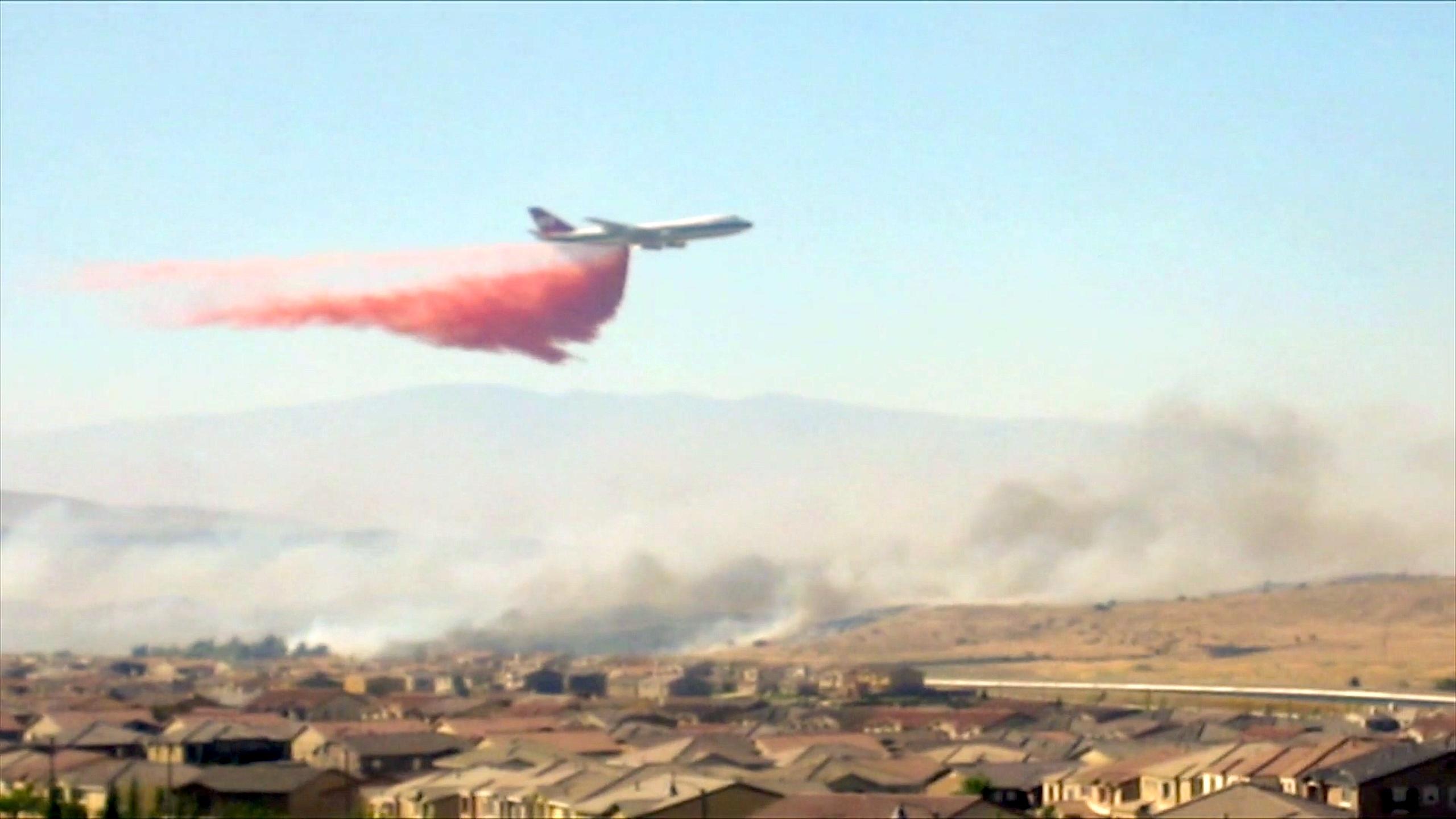 In Israel wurde der Supertanker 2010 erstmals beim Brand am MountCarmel eingesetzt. Nun soll das Löschflugzeug den Regelbetrieb aufnehmen.