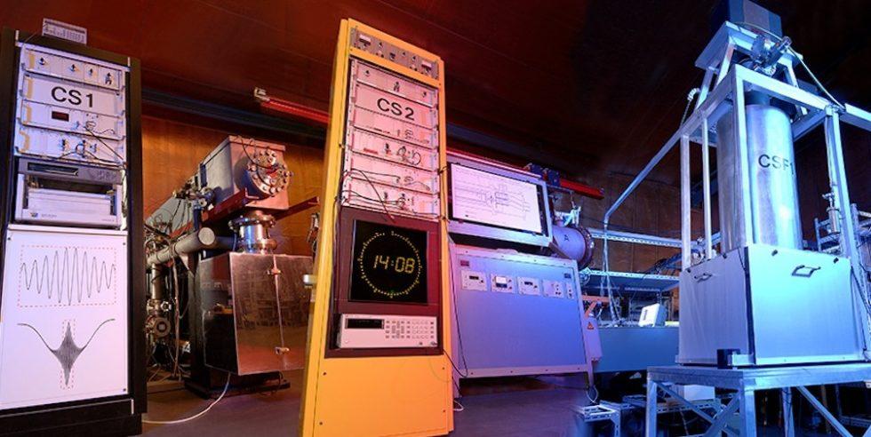 Das sind die Cäsium-Atomuhren der Physikalisch-Technischen Bundesanstalt in Braunschweig: Sie senden Funksignale beispielsweise an Funkuhren. Diese müssen deshalb beim Wechsel auf die Winterzeit nicht umgestellt werden.