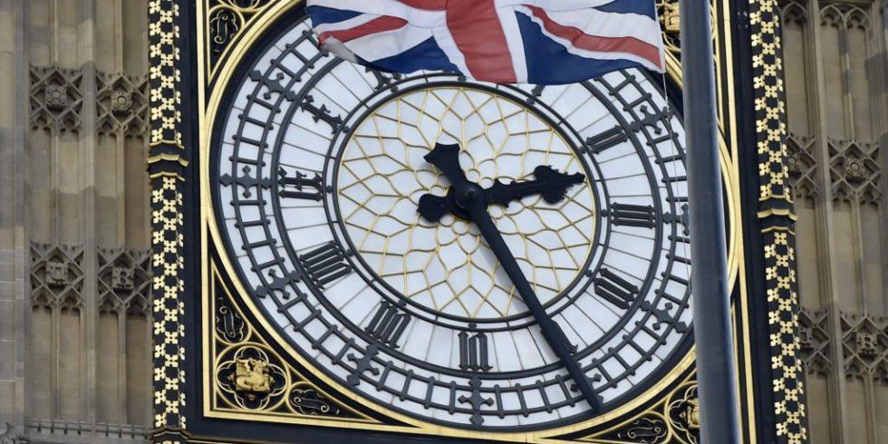 Uhr am Big Ben in London: Fast alle EU-Länder machen bei der Zeitumstellungen mit – ausgenommen Island. Auch die Balearen wollen dauerhaft bei der Sommerzeit bleiben. Das tun bereits Russland und die Türkei.