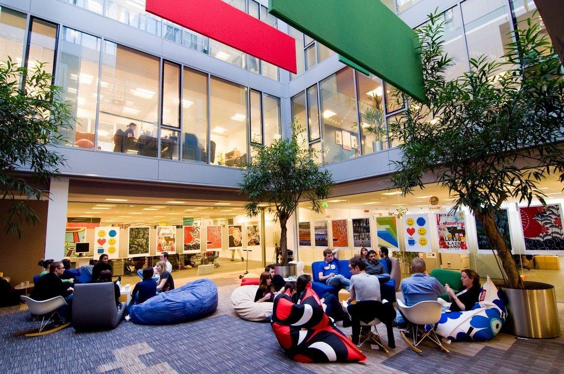 Google setzt in seiner Europazentrale in Dublin auf eine ungewöhnliche Umgebung, um kreative Ideen zu fördern. Selbst Radfahren im Gebäude ist möglich.