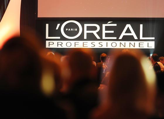 Lässt Haare klingen: Der französische Kosmetik-Konzern L'Oréalhat in seinem japanischen Forschungs- und Entwicklungszentrum eine neue Technik entwickelt, bei der das komplette gescannt wird. Sensoren sammeln die Daten, die in Echtzeit auf der Basis von Algorithmen in Musik um. Und diese berichtet über den Zustand der Haare.