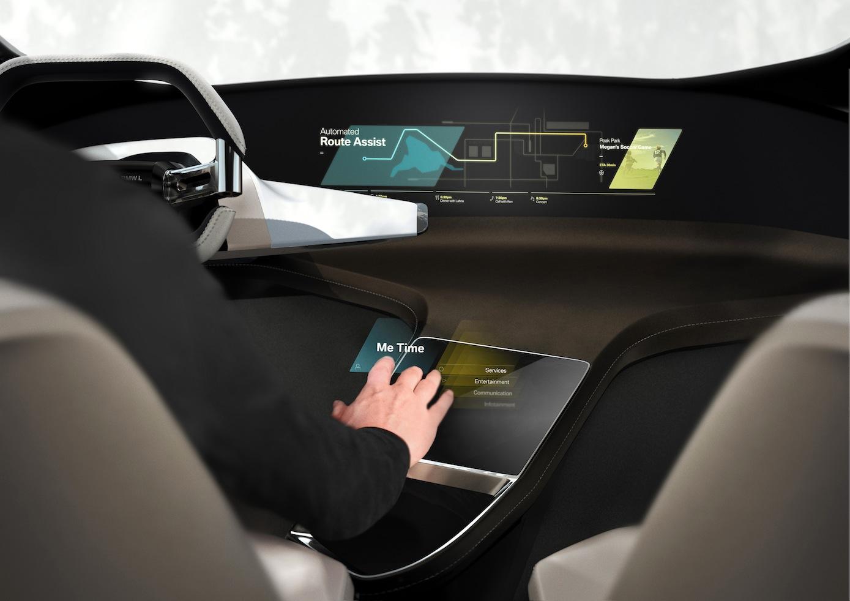 Mit dreidimensionaler Holographietechnik arbeitet BMW, um künftig Navigation und Entertainmentsystem zu bedienen.