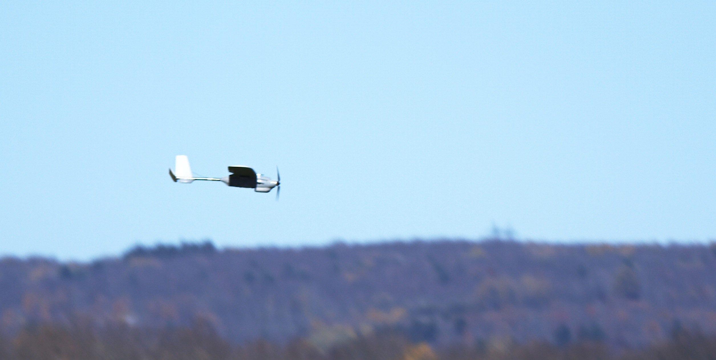 Die kleine Drohne Desert Hawk kann Vermisste und Verletzte in einem Katastrophengebiet aufspüren.