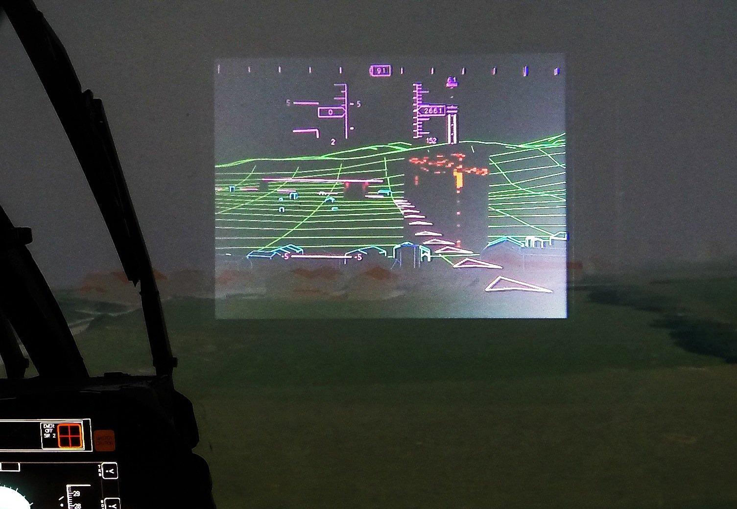 Obwohl der Pilot zum Beispiel nachts wenig sieht, können ihm weitere Informationen per VR-Brille eingeblendet werden.