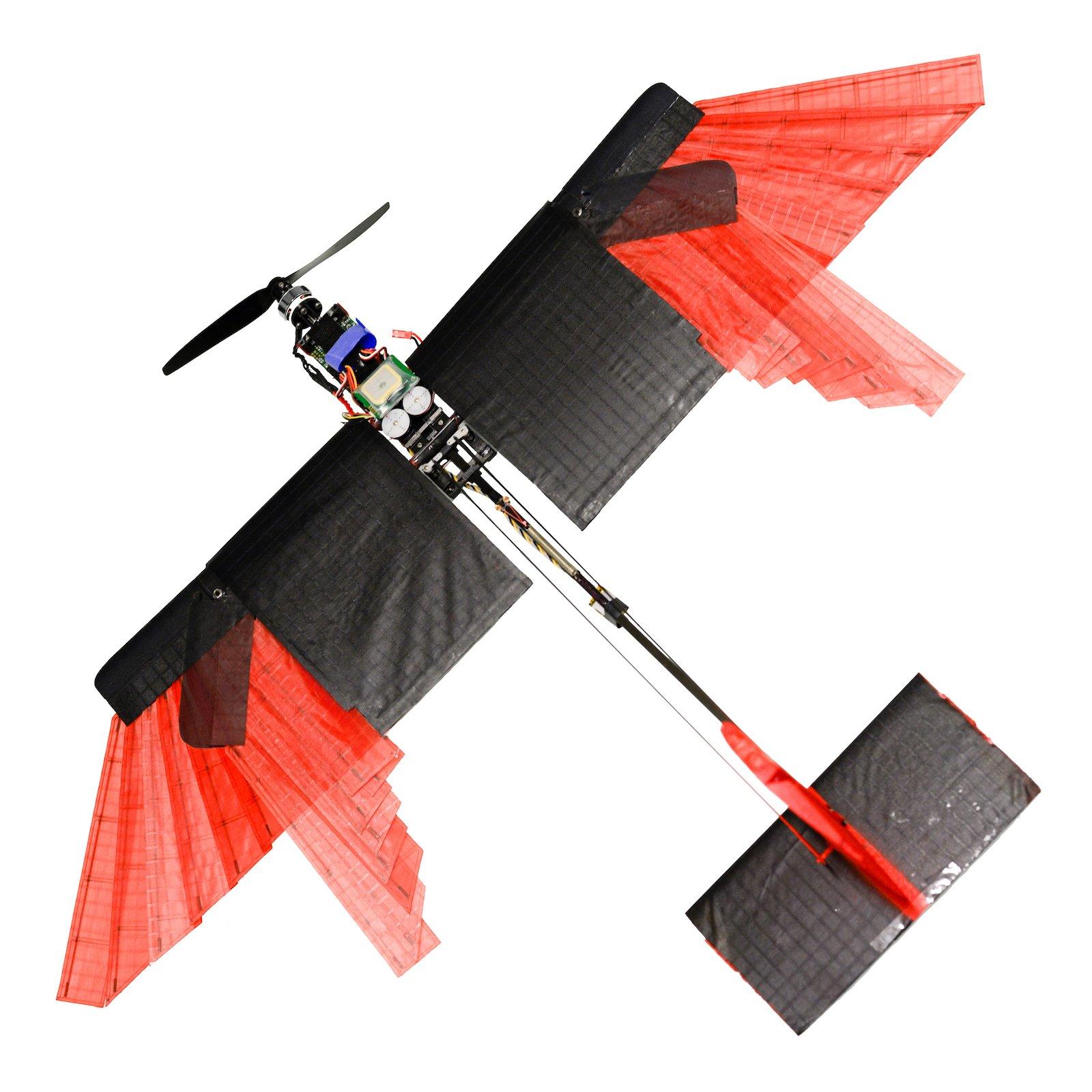 Sieht ein wenig nach Hobbykeller aus, doch diese Drohnekann auch bei starkem Wind fliegen, enge Kurven nehmen, auf sich ändernde Luftverhältnisse reagieren und in der Luft bremsen in der Luft. Was andere Drohnen nicht können. Gebaut wurde sie von Forschern des Laboratory of Intelligent Systems an der Polytechnischen Hochschule Lausanne (EPFL)