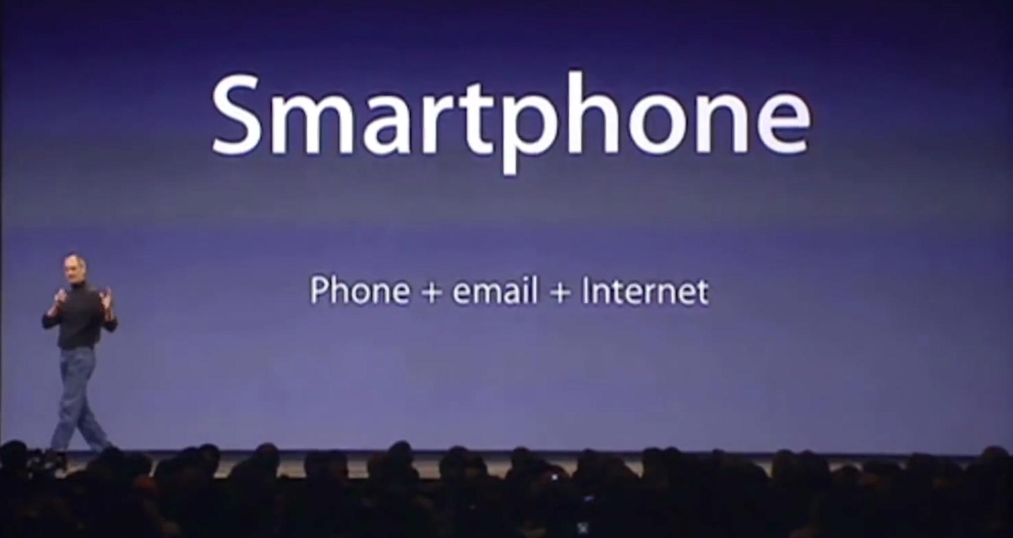 Auf der MacExpo am 9. Januar 2007 stellte Apple-Gründer und damalige Chef Steve Jobs das erste iPhone vor. Es sollte unsere Kommunikation revolutionieren. Doch Jobs musste erst einmal erklären, was ein iPhone überhaupt ist.