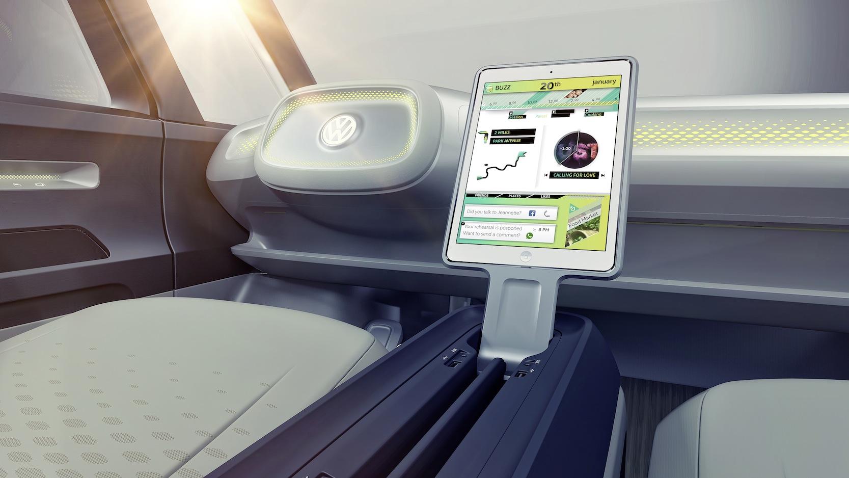 Das Cockpit des Buzz besteht aus Lenkrad, Head-up-Display, Tablet im Lenkrad und einem zweiten, mobilen Tablet in der Mitte.