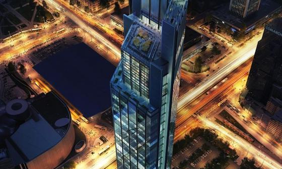 Der Varso-Turm wird mit 310 m bei seiner Fertigstellung das höchste Gebäude in der EU sein. Mit den Bauarbeiten wurde jetzt begonnen. Schon 2020 sollen sie abgeschlossen sein. Geplant hat den Wolkenkratzer mit seinen 53 Etagen Foster+Partners. Investor die die Gruppe HB Reavis.