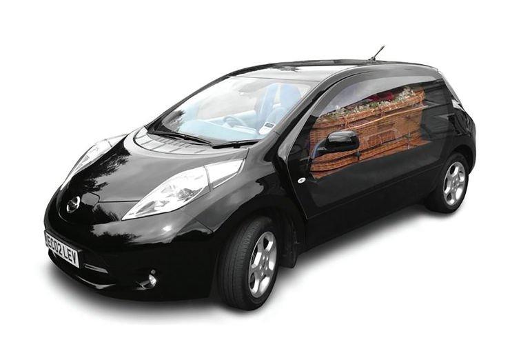 Das BestattungsunternehmenLeverton & Sons in London hat das Elektroauto Nissan Leaf zu einem Leichenwagen umbauen lassen.