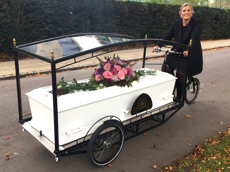 In Kopenhagen sind Bestattungen auch mit dem Fahrrad möglich. Seit 2014 bietet dasSille Kongstad an.