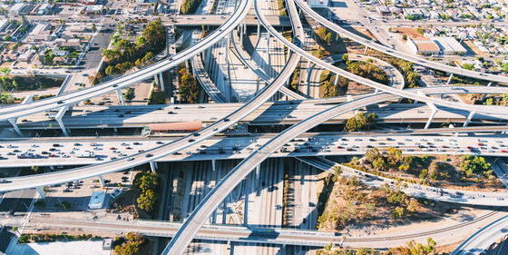 Der Judge Harry Pregerson Interchange verknüpft zwei Freeways in Los Angeles.