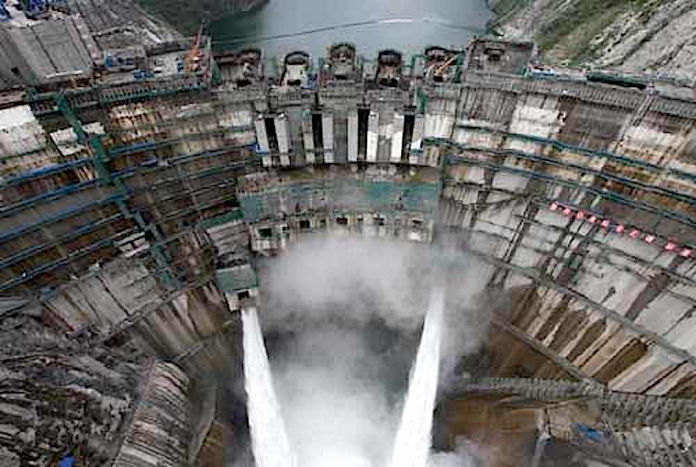 Die Bogenstaumauer der chinesischenTalsperre Jinping I. ist 305 m hoch.