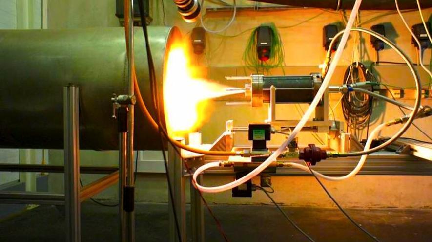 Grüne Rakete: das Hybridtriebwerk im Test. Bremer Studenten haben Paraffin genutzt, um eine 80 kg schwere und 3,8 m lange Forschungsrakete in eine Höhe von 4.000 m zu schießen.