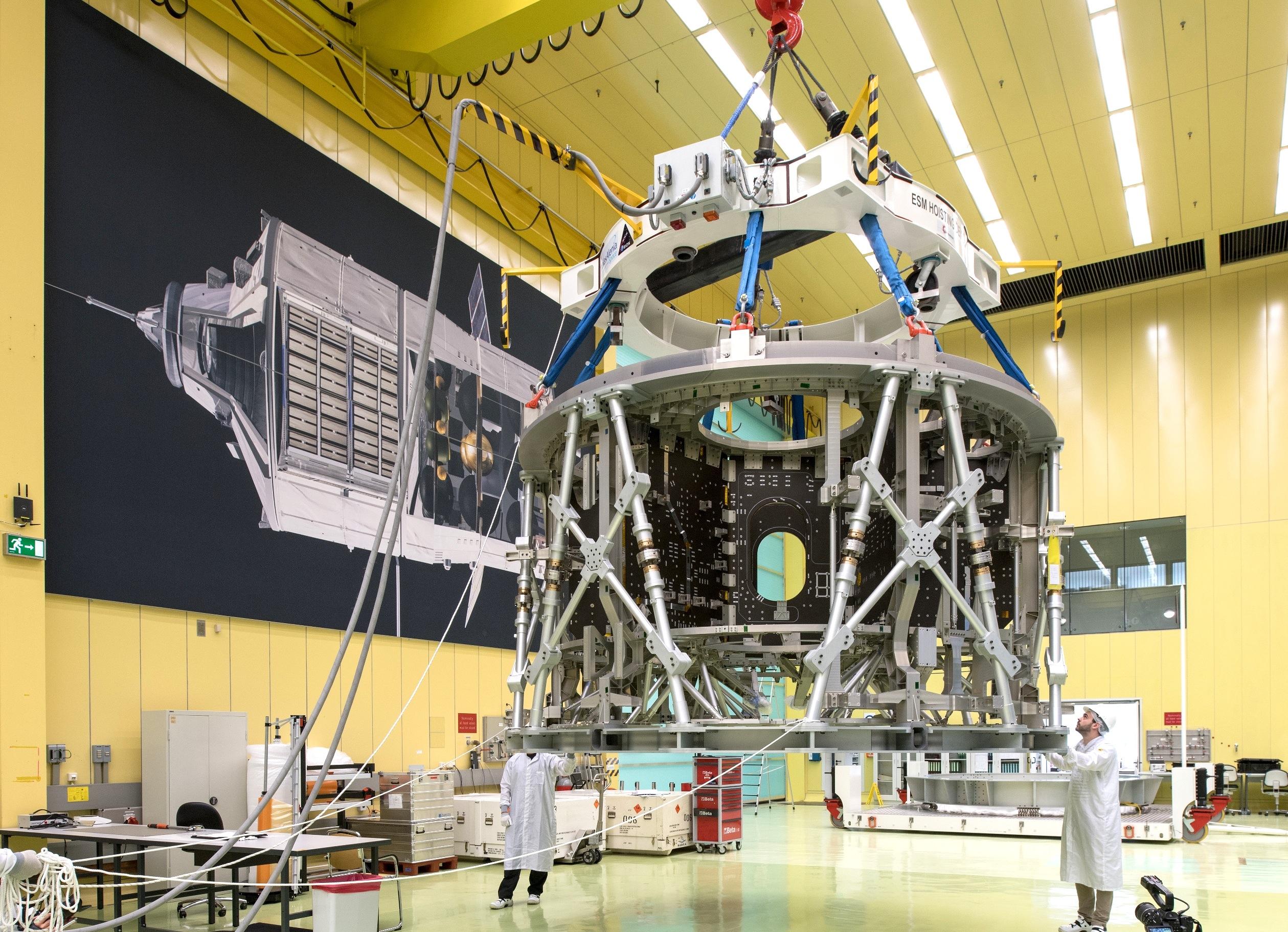 Das Europäische Servicemodul für die Orion-Mission der Nasa wird bei Airbus in Bremen gebaut. Im Bild das erste Modul, das seit Juni im Bau ist und 2018 in einer unbemannten Mission zum Mond fliegt.