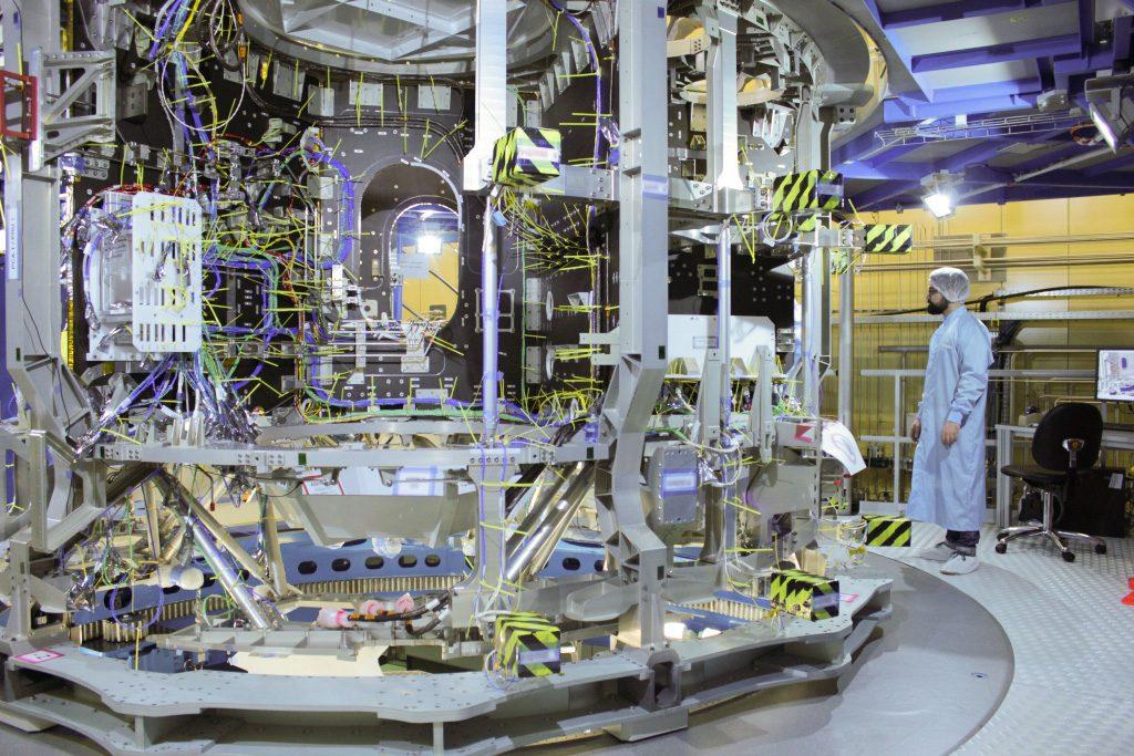 Das Europäische Servicemodul ESM besteht aus über 20.000 Bauteilen und versorgt die Orion-Kapsel mit Energie, Wasser und Sauerstoff. Außerdem verfügt es über ein Triebwerk.
