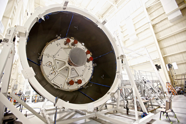 Das ESM verfügt über 8,6 t Treibstoff, die ein Haupttriebwerk und 32 kleinere Antriebe versorgen.