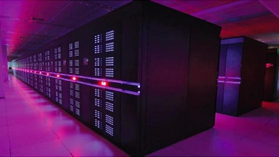 Mit dem SupercomputerTianhe-2 der National University of Defense Technology hatte sich China 2013 die Spitze derTop-500-Liste der Supercomputer erobert. 2016 belegteTianhe-2 im Ranking immer noch den zweiten Platz. Jetzt kündigt China für Anfang 2018 mit Tianhe-3 den ersten Protonypen eines Exa-Flop-Rechners an.