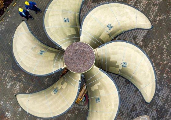 Diese Schiffspropeller wurden von einer Drohne fotografiert: Stuttgarter Wissenschaftler haben jetzt ein künstliches Adlerauge entwickelt. Der Sensorchip mit vier Linsen ermöglicht eine scharfe Sicht nach vorne und zur Seite. von der Technologie könntenkönnten neben der Automobilindustrie auch neuartige Minidrohnen profitieren.