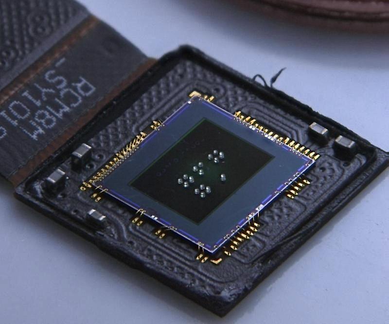 """CMOS-Sensor mit jeweils vier Linsen unterschiedlicher Brennweite für das """"Foveated Imaging""""."""