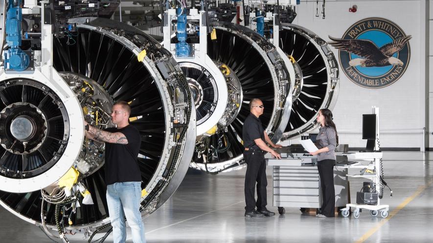 Produktion des neuen Triebwerks vonPratt & Whitney: Bis zu 105 Tage dauert die Herstellung der besonders leichten Triebwerke, die auch Vogelflug aushalten sollen.