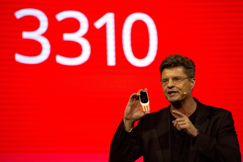 Hat noch richtige Tasten statt Touchscreen: das neue alte Nokia-Handy 3310.