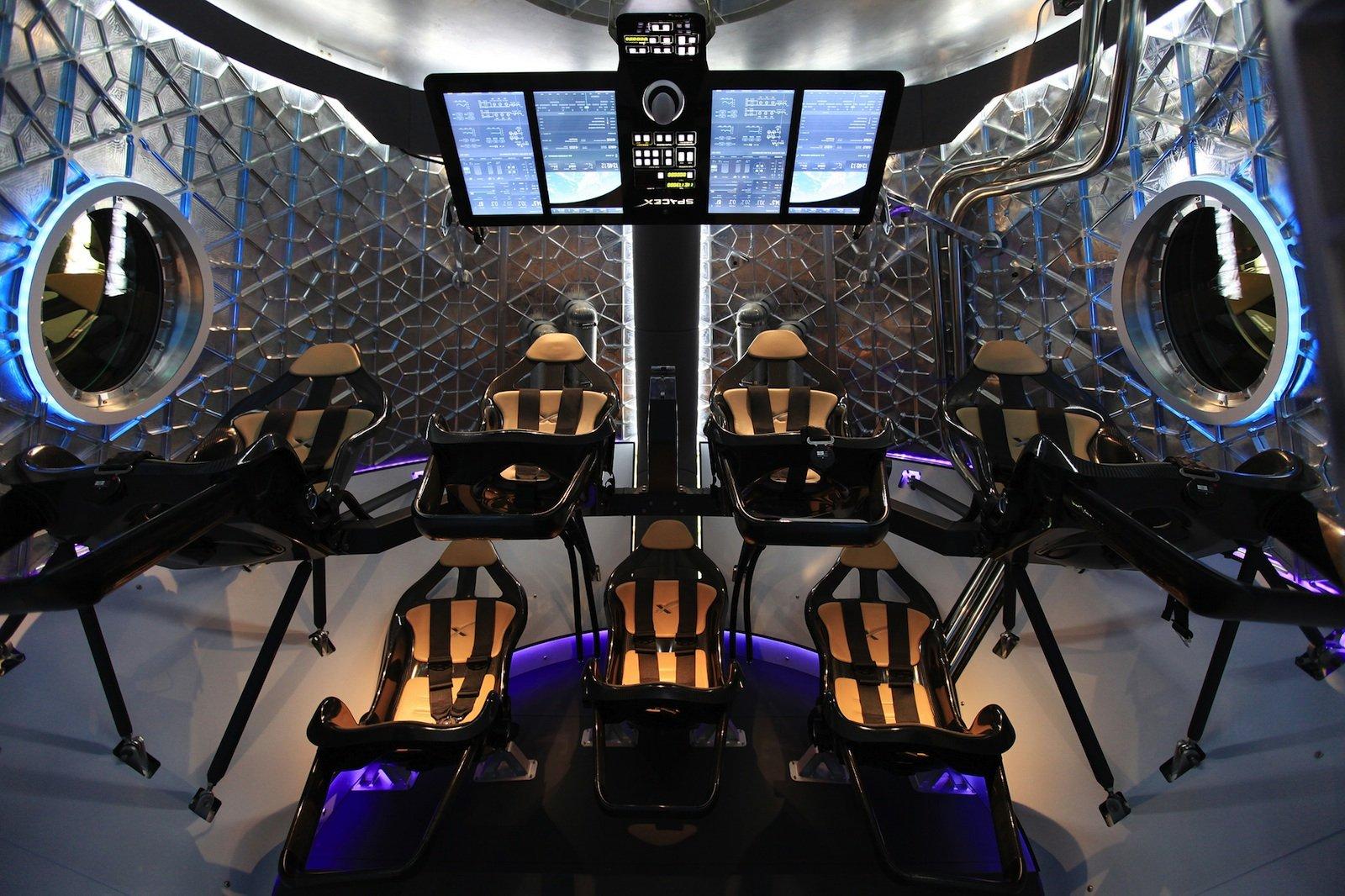 So sieht der Innenraum der Dragon Crew aus.