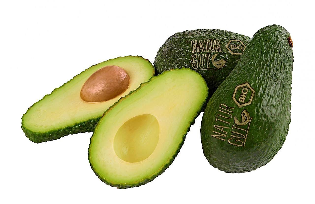 Bio-Avocados bei Rewe: Für die Markierung per Laser werden nur die Farbpigmente in der obersten Schicht der Schale verdampft.