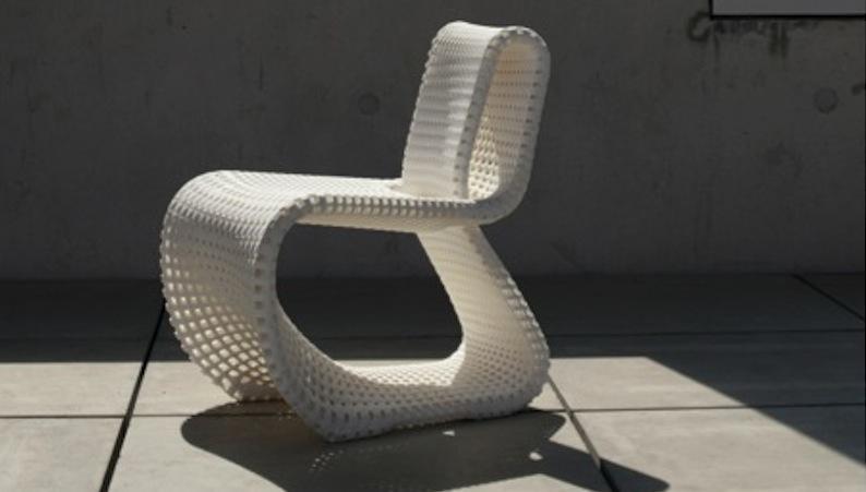 Forscher haben die Tragfähigkeit dieses Designerstuhls verbessert. Dabei diente die Struktur von Knochen und Kieselalgen als Vorbild.