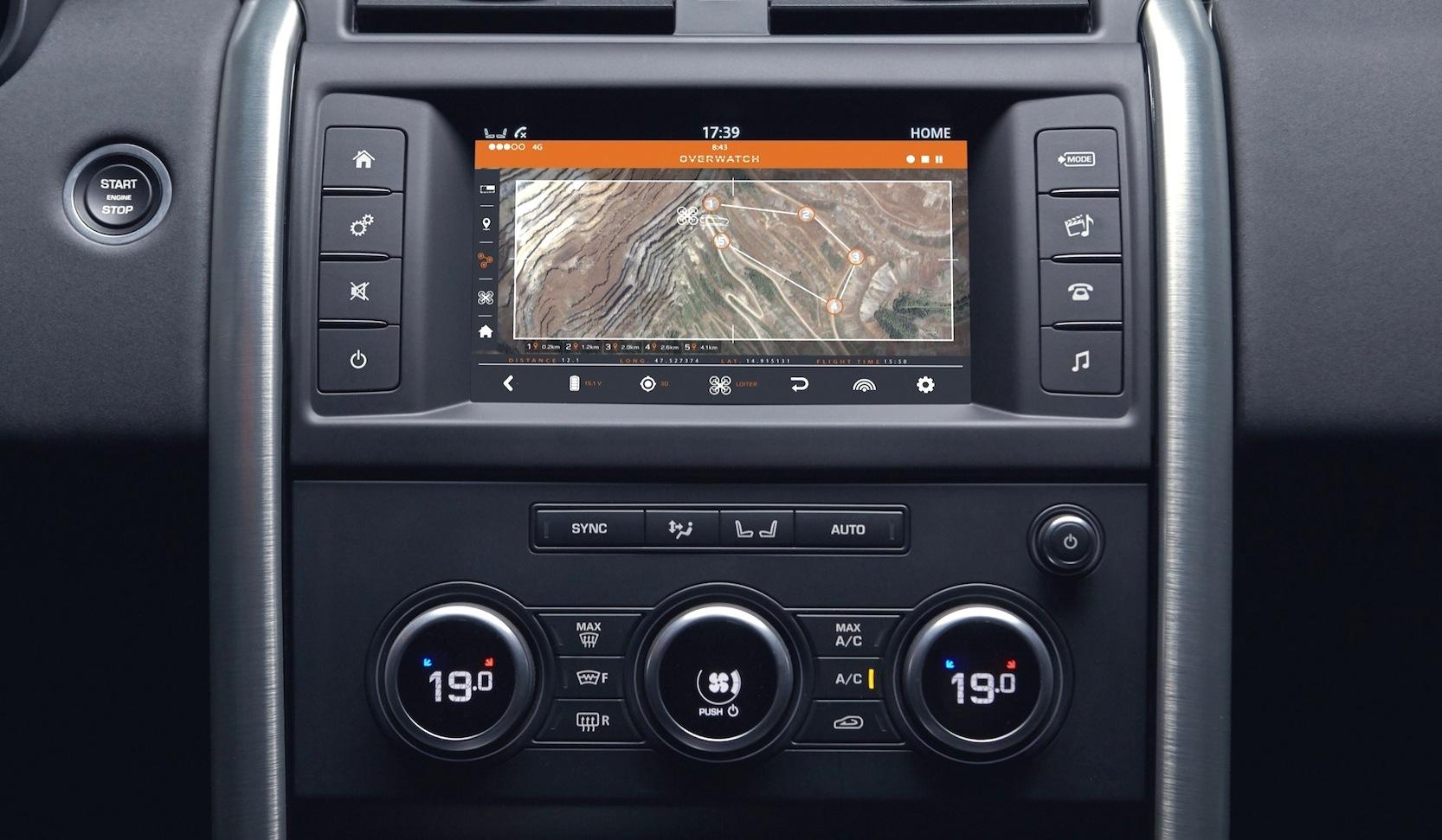 Die Bilder der Drohne aus dem Katastrophengebiet werden direkt auf ein Display im Auto oder auf ein Tablet übertragen.