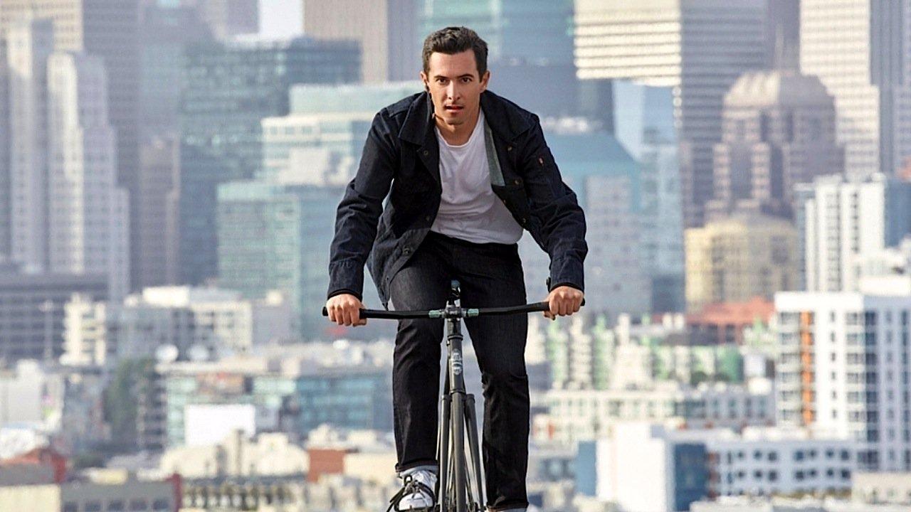Vor allem Radfahrer, die beim Radeln kein Smartphone in der Hand halten sollen, haben Google und Levi Strauss als Kunden im Blick.