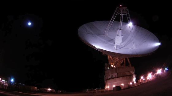 Goldstone Observatorium: Vondieser 70-m-Antenne werden die Suchsignale ausgesendet.