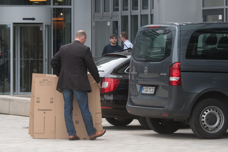 Razzia bei Audi: Am Mittwoch während der Jahres-PK von Audi wurde die Konzernzentrale in Ingolstadt durchsucht. Die Staatsanwälte ermitteln wegen des Abgasskandals.