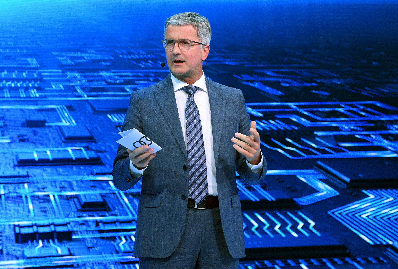 Audi-Chef Rupert Stadler auf dem Autosalon Paris: Am Mittwoch haben Staatsanwälte die Vorstandsetage bei Audi durchsucht. Auch Stadler soll früh von Abgasmanipulationen bei Audi gewusst haben.