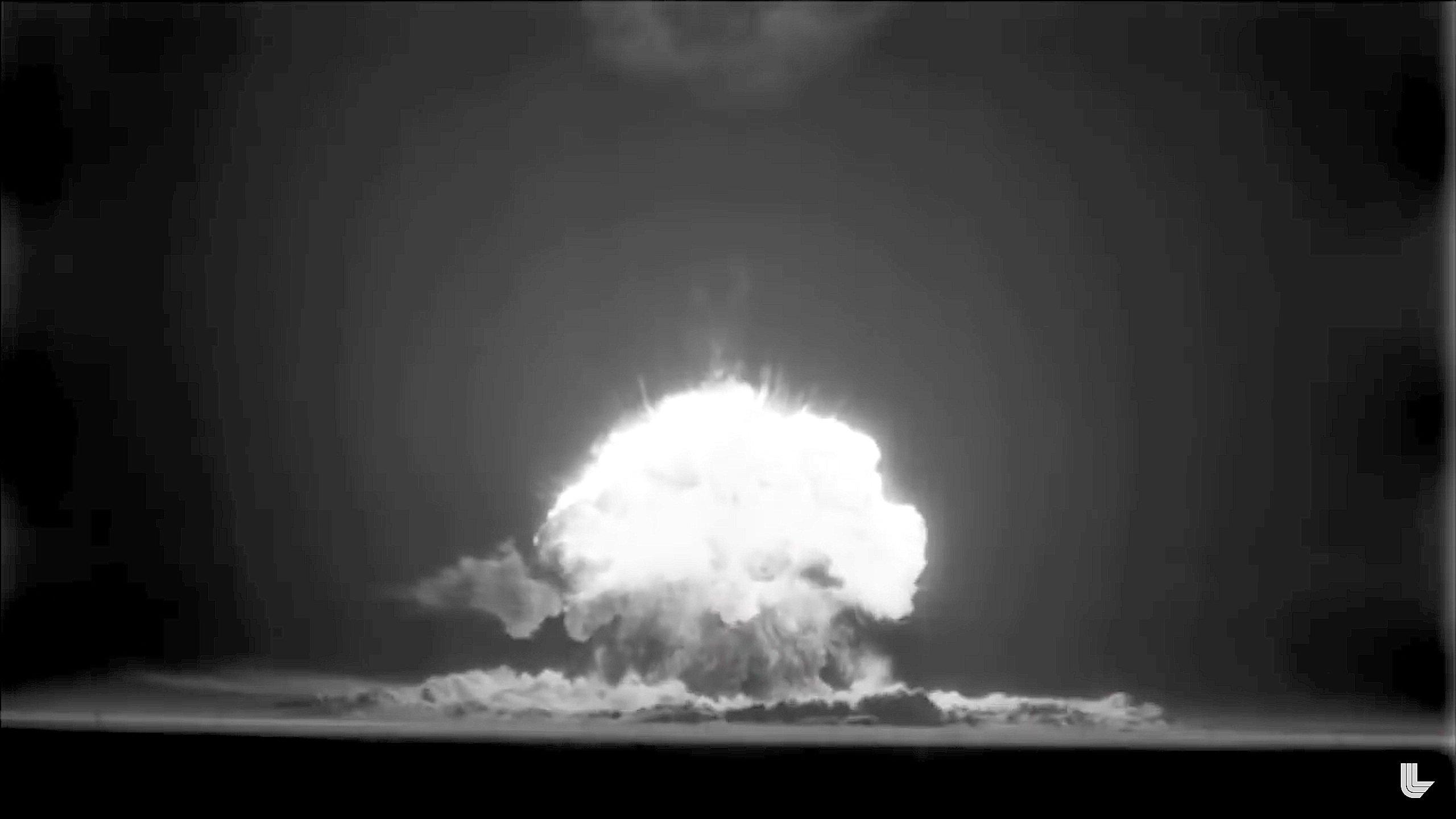 In den ersten Jahren wurden die Atombombentests in schwarz-weiß gedreht.