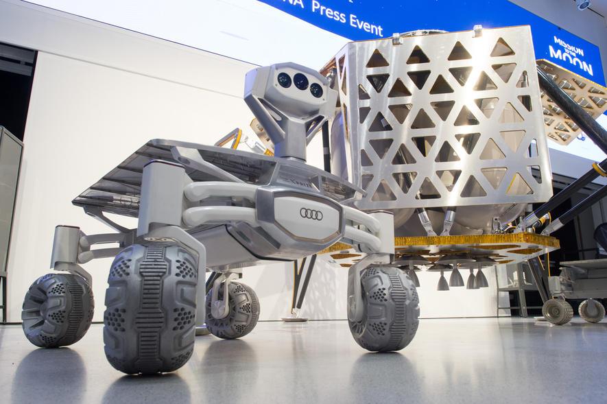 Der Mondrover Audi Lunar Quattro mit dem Landemodul Alina.
