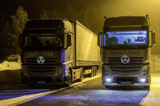 Künstliches Tageslicht in der Fahrerkabine kann Fahrten bei Winterdunkelheit angenehm machen. Erste Ergebnisse zeigen, dass sich die Fahrer in einer beleuchteten Fahrerkabine deutlich besser fühlen.
