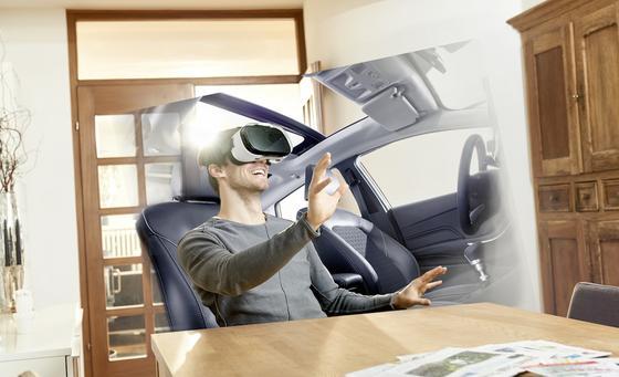 So stellt sich Ford die Probefahrt der Zukunft vor: Per VR-Brille kann man ein neues Auto auch zu Hauses erleben und sogar eine Spritztour unternehmen.