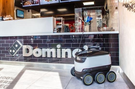 Hamburger Domino's-Filiale mit Lieferroboter: In Kürze beginnt in Hamburg die Auslieferung von Pizzen mit Robotern.