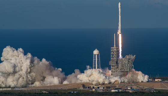 SpaceX hat am Donnerstag eine Falcon 9 Rakete gezündet. Die erste Antriebsstufe der Rakete war nicht neu, im April 2016 hatte sie Fracht für die Internationale Raumstation ISS auf den Weg gebracht.