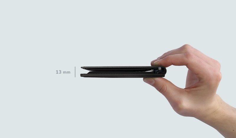 Die Brieftasche ist trotz Solarpanel nur 13 mm dick.