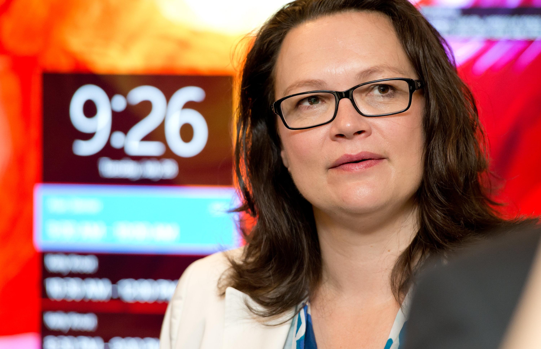 Bundesarbeitsministerin Andrea Nahles (SPD) bei einem Besuch der Microsoft-Zentrale in Deutschland: Auch Bundesbehörden kaufen Software bei Microsoft in Irland. Dort zahlt der Konzern fast keine Steuern.