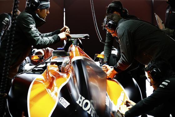 Erpobt wurde das Lenkrad vor dem Start der Rennsaison in den Testrennen in Barcelona.